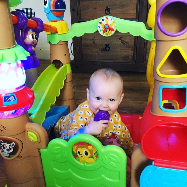 Look at this cheeky monkey. What a cheeky choppy just a perfect combination of mummy and daddy. It's like she's got the best of us both @vintagefolly. She loves her @officiallittletikesuk light and go tree house. #imgiraffe #hehehe